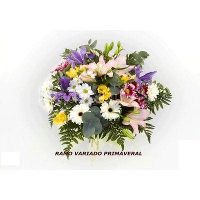Ramo Varido con diferentes flores teniendo armonia y con verdes de temporada