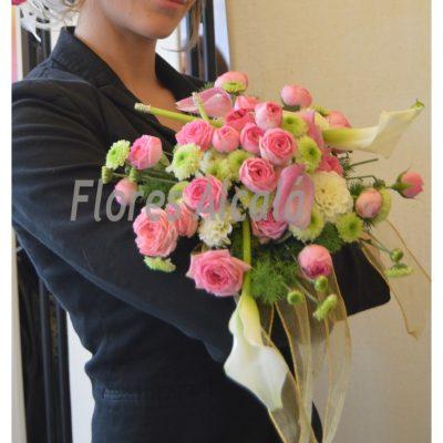 Ramo de novia con ranunculus en tonos rosas