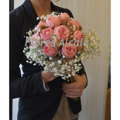 Ramo de novia con rosa de jardin y paniculata